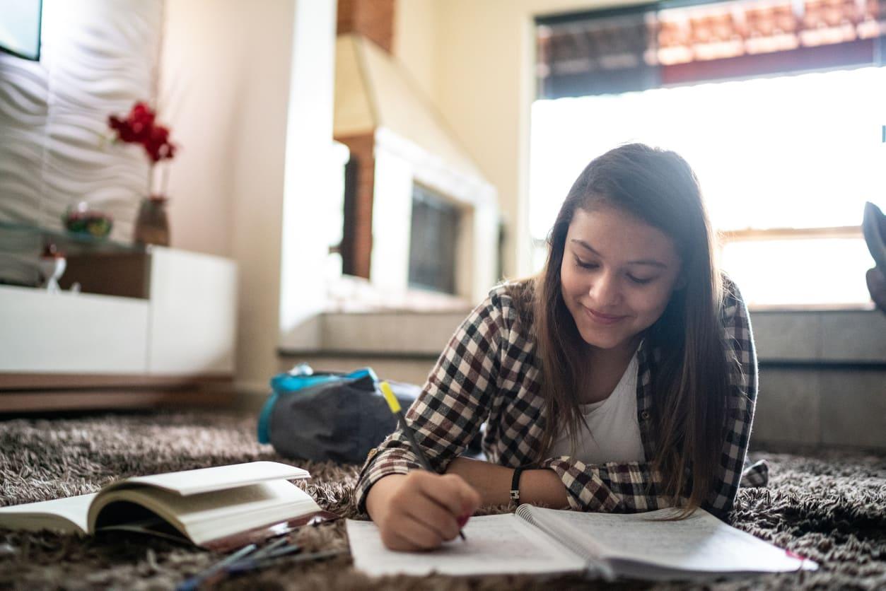 Ayuda para estudiantes - Vive Más Vidas