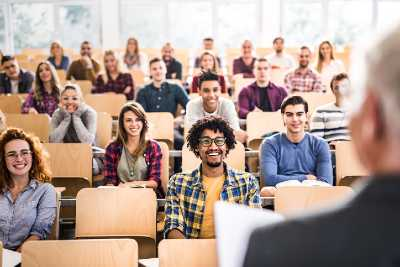 ¿Cuánto cuesta estudiar en España? | ViveMásVidas