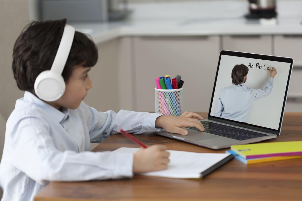 Las ventajas del e-learning para ahorrar en la educación de tus hijos