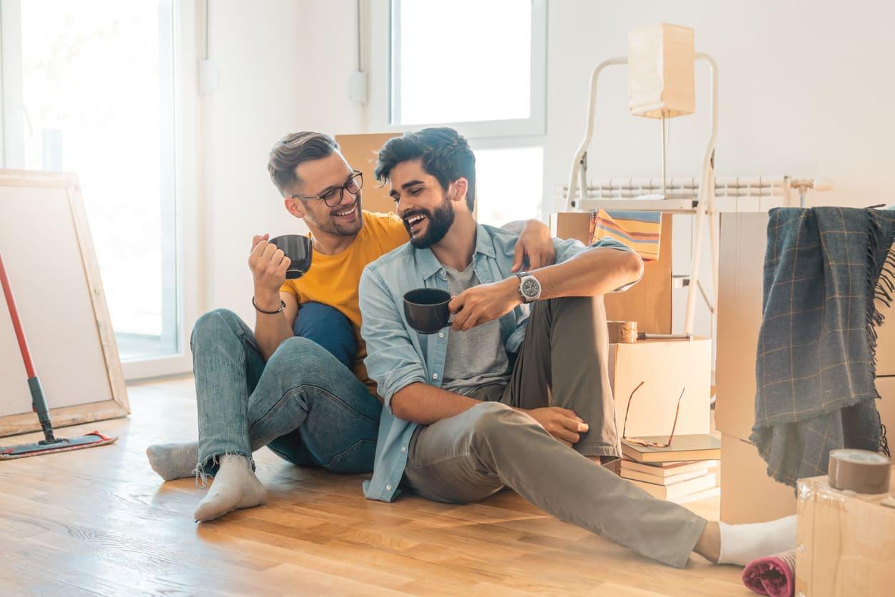 ¿Ofrece mi empresa beneficios sociales para mi pareja?