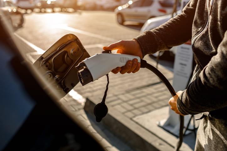 Hasta 7.000 euros por un eléctrico con achatarramiento del coche anterior